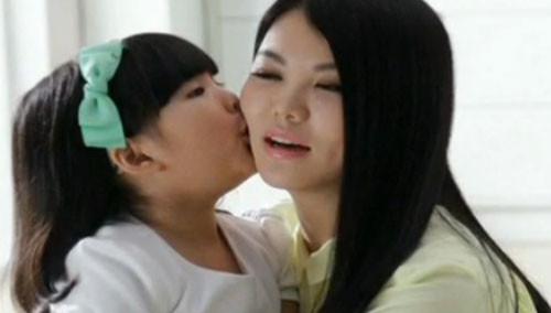 中国娃娃人小气场大 王诗龄走在国际道路上