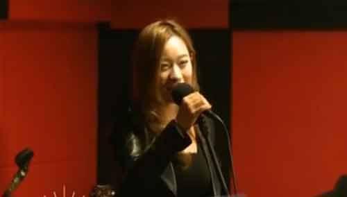 南京90后萌妹子唱作神曲《我的挖掘机》走红网络