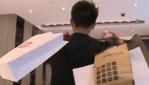 杨桐疯狂买买买母亲成提款机