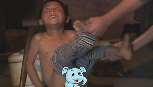 《变形计》未播花絮:四爷裸体娇羞洗澡