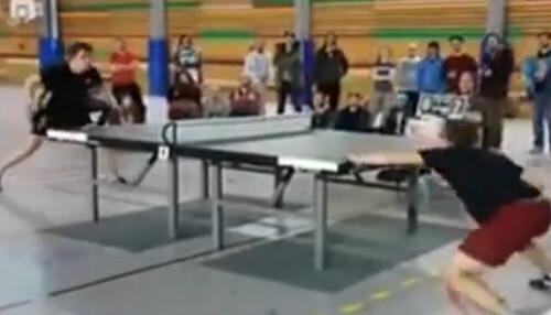 乒乓球新玩法 只用头不用手
