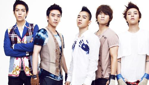 BIGBANG尾场T.O.P飙唱 GD戴绿巨人面具庆功