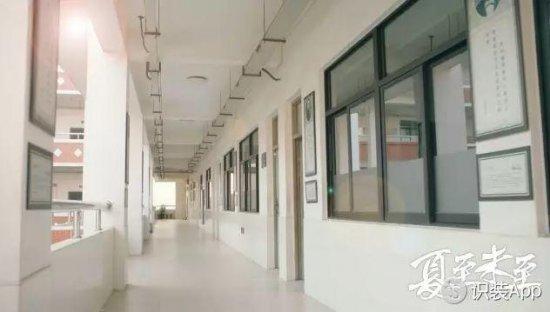 教室在3楼以上的班级,课间休息的唯一场地——走廊