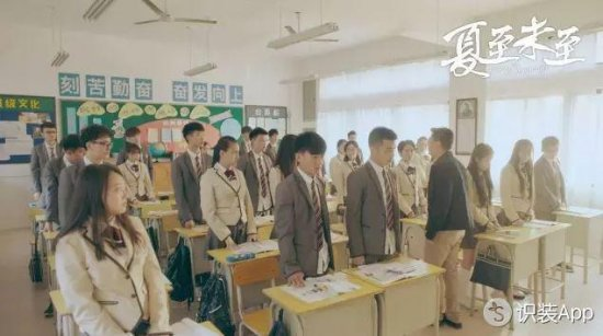 """以及上课铃响、老师走进教室,要全体起立一起喊""""老~师~好~"""""""